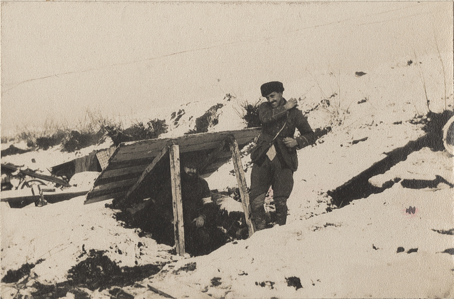 Davidson and Money beside the bunker they shared, behind the Houplines trenches outside Armentieres, December 1914